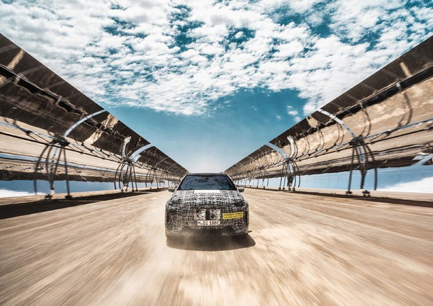 Bmw iNext, continuano i test al caldo in Africa © ANSA