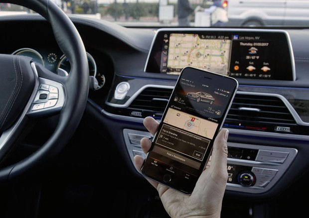 Display touch in auto come smartphone pericolose distrazioni © ANSA