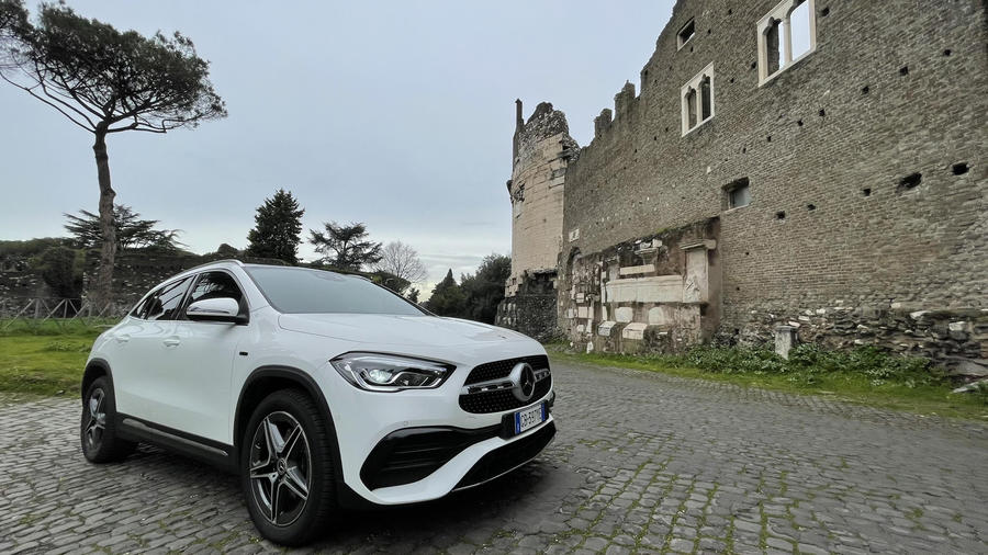 Nuova Mercedes GLA 250e EQ Power ©